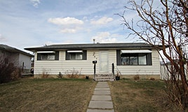 207 Penbrooke Close Southeast, Calgary, AB, T2A 3N9