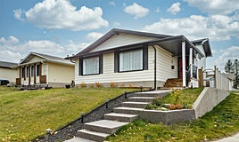 3 Bearberry Place Northwest, Calgary, AB, T3K 1R5