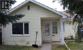 916 12 Street South, Lethbridge, AB, T1J 2S7