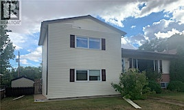 1013 Athabasca Street W, Moose Jaw, SK, S6H 2E5