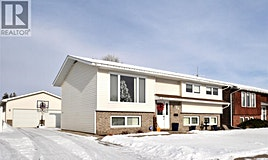 30 Edelweiss Crescent, Moose Jaw, SK, S6J 1E5