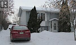 438 Devonshire Crescent, Saskatoon, SK, S7L 5V9