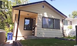 225 J Avenue N, Saskatoon, SK, S7L 2L8