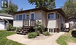 1136 Caribou Street W, Moose Jaw, SK, S6H 2L9