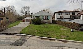 8 Cadmus Road, Toronto, ON, M2M 2M4