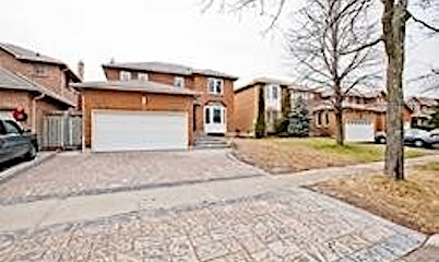 17 Meadowglen Drive, Whitby, ON, L1R 1T8