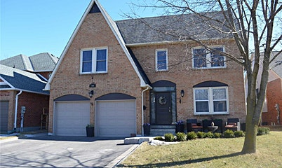 104 Peevers Crescent, Newmarket, ON, L3Y 7T1