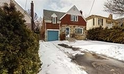 110 S Prince Edward Drive, Toronto, ON, M8Y 3V9