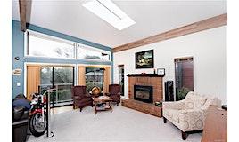 998 Mcbriar Avenue, Saanich, BC, V8X 3M2