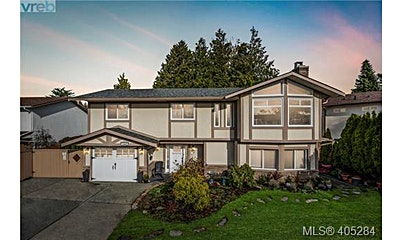 1804 La Fontaine Close, Saanich, BC, V8N 4Y3