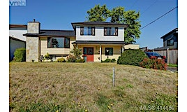 1677 Cedarwood Close, Saanich, BC, V8X 5L1
