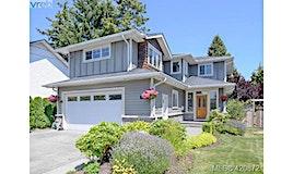 2282 Edgelow Street, Saanich, BC, V8N 1R5